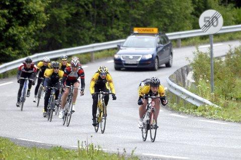 STOR FART: I Andåsbakken oppnår rytterne hastigheter over 80 km/t.