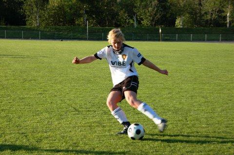 TAP:Ida Røssland og lagveninnene spelte ein god tap, men nok ein gang var det effektiviteten framfor motstandar-målet som felte Rosendal-damene.