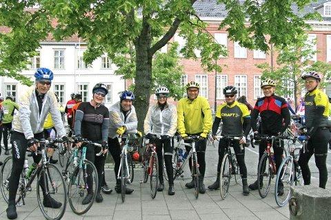 KOM I MÅL: Før start i Trondheim. Fra venstre Frode Valla, Tove K. Bolstad, Bård Svendsen, Ingrid Kristine Svendsen, Eirik Båtstrand, Tom Herringbotn og Frode Lyeng.