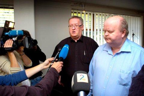 FRIFUNNET: - Det er urettferdig at jeg har måttet sitte syv år i fengsel og 10 år i sikring, for et drap jeg ikke har begått, sa Åge Vidar Fjell til pressen fredag. Fra venstre, privatetterforsker Tore Sandberg, Åge Vidar Fjell.