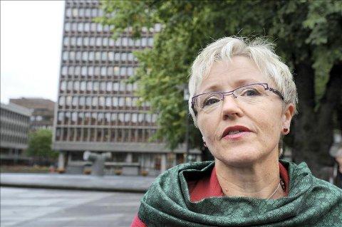 Vellykket: Liv Signe Navarsete mottok tirsdag en forskningsrapport som viser at de fire siste frivillige kommunesammenslåingene her til lands, i all hovedsak har gått bra.