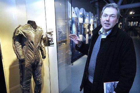 U2-drakten. Asbjørn Jaklin fikk endelig se flygerdrakten som U2-pilotene brukte under sine oppdrag.