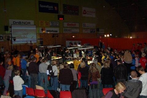 PREATISJE: Konkurransen er full av prestisje og mange tilskuere heiet fram sine favoritter i Kallerudhallen i dag.