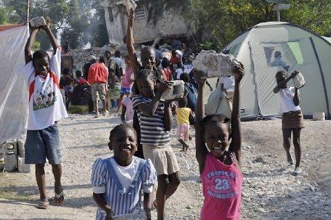 Skolebygget Petit Troll var én av tre bygninger som sto delvis igjen etter det fatale jordskjelvet i Haitis hovedstad Port au Prince. Nå bygger barna opp igjen.