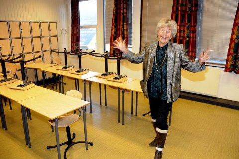 RUNDER AV: ? Ordet pensjonist høres helt fint ut, sier Anne Sofie Sand Mathisen, rektor ved Sandnessjøen ungdomsskole. Til høsten forsøker hun seg på utsida av arbeidslivet. (Foto: Tor Martin Leines Nordaas)