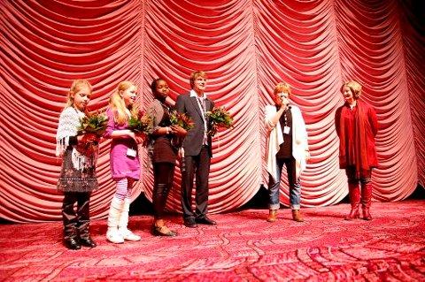 Skuespillerne og regissøren ble invitert opp på scenen av Maryanne Redpath, leder for Berlinalens Generation-seksjon, hvor Bestevenner konkurrerer om pris.