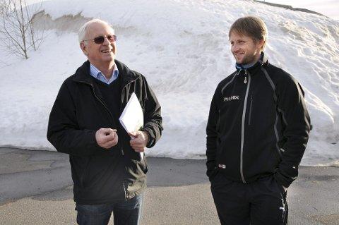 Optimister: Gunnar Engebretsen (t.v.) og Lars Gunnar Risa er optimister før onsdagens kommunestyre. Da kan et politikervedtak gjøre at klubben endelig kan begynne på arbeidet med å samle hele klubben på ett og samme sted. (Foto: Thor Kenneth Løvenfalck)