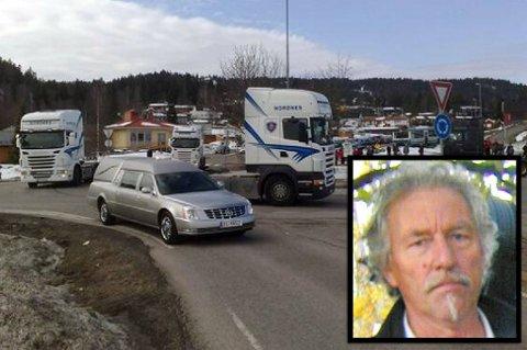 SISTE FERD: Her fraktes båren til Leif Kåre Nordmo til Rælingen kirke. I kortesjen etter ham fulgte nær 100 lastebiler ferden fra Oslo til hans siste hvilested. MMS-FOTO: BREDE HØGSETH WARDRUM