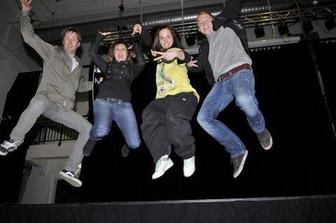 Engasjerer ungdom: Kulturarrangement for ungdom natt til 1. mai er definitivt noe å satse på mener f.v. Anders Pettersen, Elin Rusti, Malin Salthammer og Thomas Bronken. (Foto: Nils-Erik Kvamme)