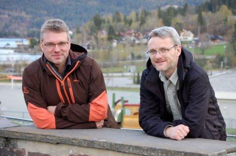 ENORMT  ARBEID:  Prosjektleder Nils Brandt (til venstre) og prosjektansvarlig Gert Myhren tar fatt på et enormt arbeid med ny E16. De vil gjerne ha gode veiforslag.