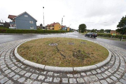 gr tt og trist rundkj ringen vikingveien frankendalsveien i g r formiddag. Black Bedroom Furniture Sets. Home Design Ideas