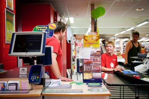 DOBBELT LYKKE: I denne Rimi-butikken på Råholt spilte 85-åringen de to spillene sine på mandag. FOTO: MARTIN LUNDSVOLL