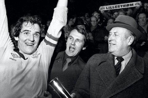 KONGEMØTET: Bildet er tatt etter cupfinaleseieren i 1981. Fra venstre: Tom Lund, Einar Krokan og Hans Majestet Kong Olav V FOTO: TORE SANNUM