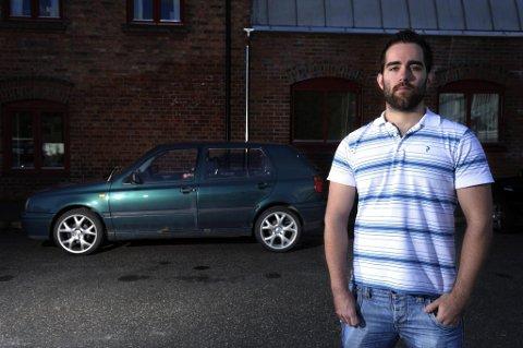 GOLFGUTT: Øyvind Bolstad (23) fra Rælingen sier han ikke tenker over sikkerheten i sin Volkswagen Golf til daglig.