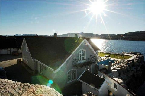 På solsiden: Ole Gunnar Solskjærs nye hus har en beliggenhet som de fleste kan misunne ham. Bryggekanten 21 ligger vakkert til helt nede ved sjøkanten på Innlandet.