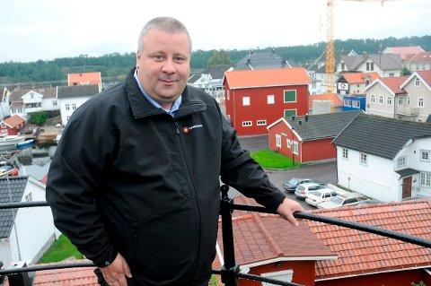 Bård Hoksrud er overrasket over tallene i NHOs analyse av drifta av tjenester og bygg i Bamble kommune.