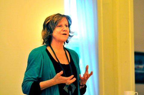 Gerd Liv Valla innrømmet at hun hadde blitt hodestups forelsket i Langesund Bad under seminaret «Kvinner på topp» fredag. Hun mante kvinnene til kamp om topplasseringer, også lokalt.
