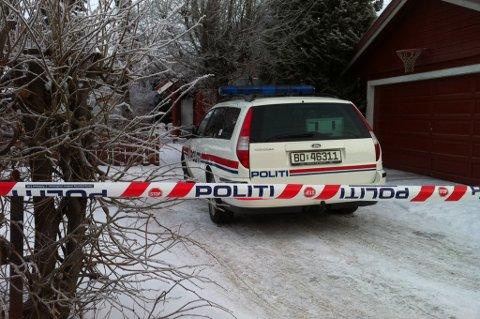 MULIG DRAP: Politiet har pågrepet en person og startet etterforskning, etter at en kvinne er funnet død på Skedsmokorset. FOTO: KAY STENSHJEMMET
