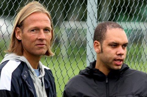 ENIGE: Torgeir Bjarmann (t.v.) og Atta Aneke er enige om at en overgang for Anthony Ujah til Real Mallorca nå ikke ville være det riktige for spilleren. FOTO: PER KRISTIAN TORVIK
