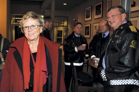 PÅ PLASS: SAmferdselsminister Magnhild Meltveit Kleppa. Her sammen med Jørgen L. Høidahl, politimester på Romerike.  ALLE FOTO: TOM GUSTAVSEN