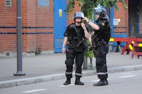 Politimesteren ga tjenestemennene ordre om bevæpning etter at meldingen nådde operasjonssentralen.
