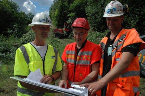 Anleggsleder Tor Bjørnsen i Hæhre, Gunnar Skjeseth innleid av Statens vegvesen som anleggsleder og Brynjar Thorsby, driftsleder i Hæhre entreprenør.