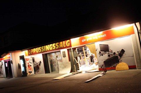 8370bbc6a Romerikes Blad - Knuste veggen inn til elektrobutikk