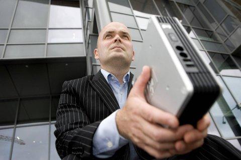 Mobile enheter kommer lettere på avveie enn stasjonære maskiner. Det krever andre sikkerhetsrutiner, sier Anders Lindgren, markeds- og kommunikasjonsdirektør i Steria.