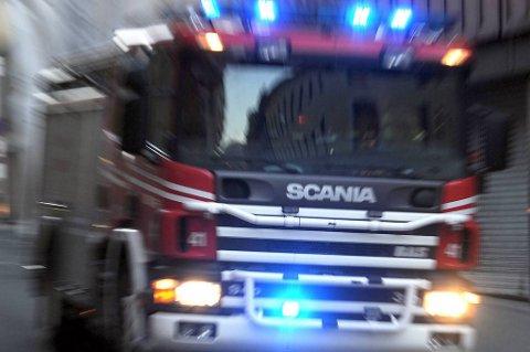 Både brannvesen, politi og ambulanse rykket i natt ut i forbindelse med et branntilløp i en privatbolig i Røros sentrum. (Illustrasjonsfoto)