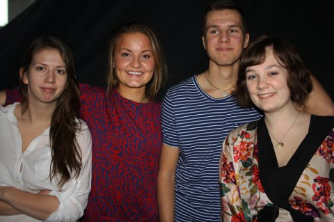 LØSNING: Oda Myrvold (18), Thea Tvedt (19), Truls Torshaug (18) og Aurora Eriksen (18) fra Lillestrøm videregående skole har løsningen på den omstridte nynorskopplæringa i norsk skole.