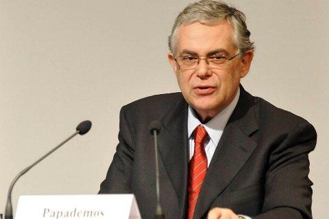 Statsminister Lukas Papademos gjorde det tidligere fredag klart for regjeringen at den ikke hadde annet valg enn å godkjenne pakken.