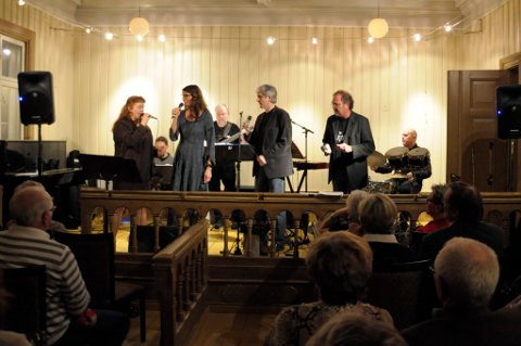 Four Pleasure: Linda Ludmann, Kristin Hareide, Øystein Hallre, Rolf Erik Gilhuus og trio Loco: Petter Brandsether, Tormod Aune og Bjørn Olav Solberg.