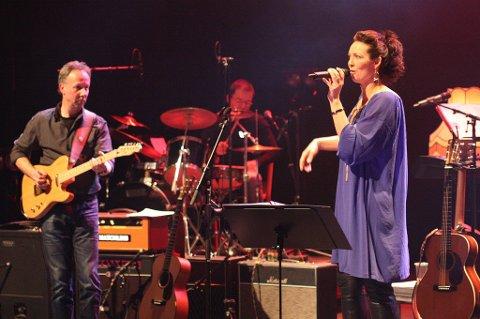 Blant de mer drevne musikerne på scenen var bandet Hagelangs med Lena Grøtterud som vokalist. De øvrige musikerne er Runar Wam, slagverk, Eirik Kolsrud, bass, Kari Warhuus, tangenter og Janos Piros, gitar.
