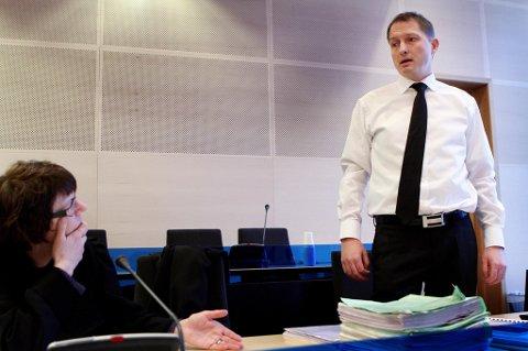 I RETTEN: Bistandsadvokat Lisbeth Enger Rønning og aktor, statsadvokat Hugo Henstein.