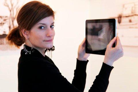 Justine Emard med sin interaktive app-installasjon.
