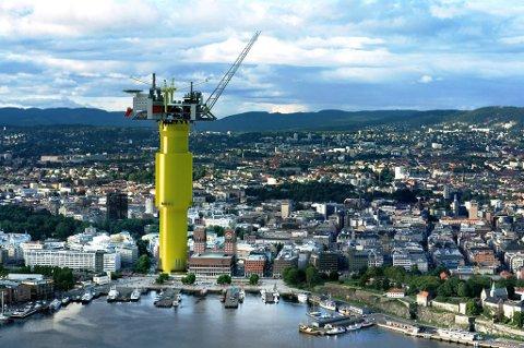 Så stor! Aasta Hansteen-plattformen er montert inn ved siden av Oslo rådhus.