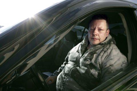 SLENG: Karl Freddie Sukuvara fikk selv sleng på bilen da han passerte brua i Nyelv.