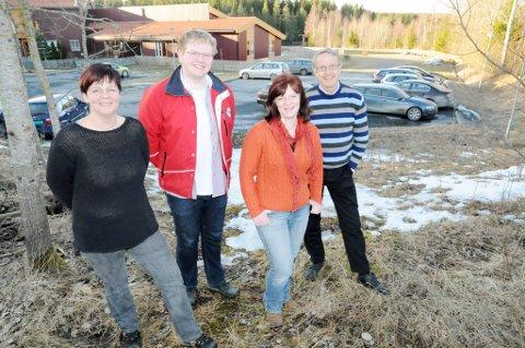 Jane Bråthen (SV, t.v.), Helge Leander B. Jensen (H), Mona Mangen (Ap) og Ivar Egeberg (Sp) vil ha det nye sykehjemmet til Fjuk.