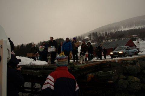 IKKE FØRSTE GANG: Bildet er fra en tidligere evakuering av innbyggerne i Jøvik etter ras i Holmbuktura.