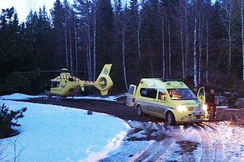 Den avdøde ble fløyet til Sørlandet sykehus i Arendal med luftambulanse fredag kveld. Politiet fikk melding om ulykken kl. 17.34.