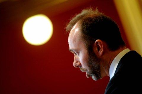 Næringsminister Trond Giske (Ap) sier at Altinn-problemene trolig skyldes alvorlige sikkerhetsbrudd.