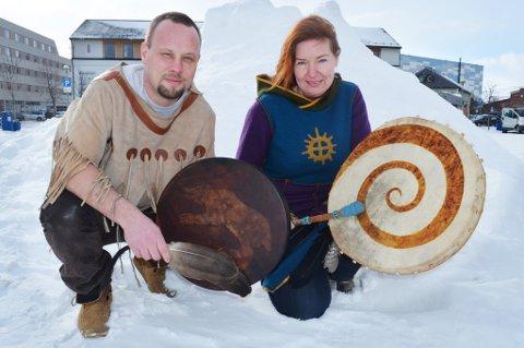 """SATSER: Lone Ebeltoft og Kyrre Gram """"White Cougar"""" Franck har tro på sjamanismens framtid i Finnmark."""
