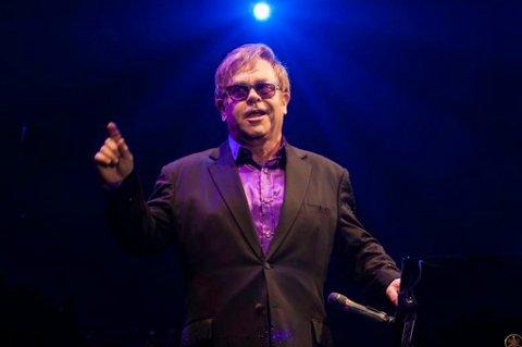 KJEMPEFORNØYD: Sir Elton John var svært fornøyd med oppholdet i Tromsø og på Døgnvill Vinter.