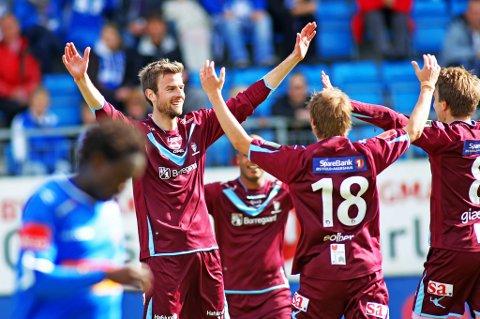 To mål av Øyvind Hoås (t.v.) sørget for at Sarpsborg 08 beseiret Sandefjord søndag ettermiddag. (Foto: Thomas Andersen)