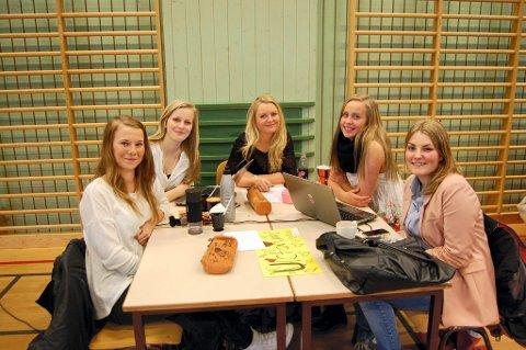 JENTEGRUPPE: Nora Lund, Ida Holmen, Kristin Finnstun, Maria Østli, Inga Bjørnstad.