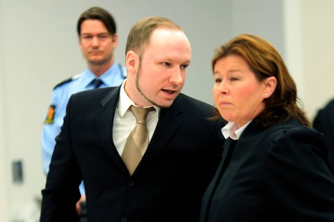 Anders Behring Breivik sammen med advokat Vibeke Hein Bæra.