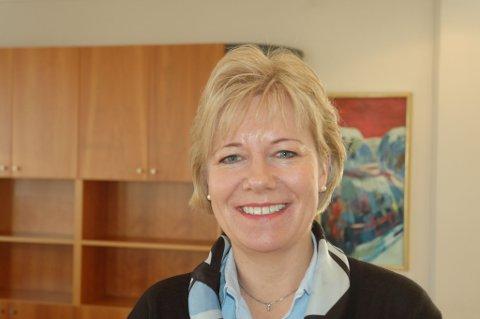 - Vi er en bank både for Gjerstad og Risør og gir penger til foreninger i begge kommunene, sier banksjef Nina Holte. FOTO: Svein Walstad