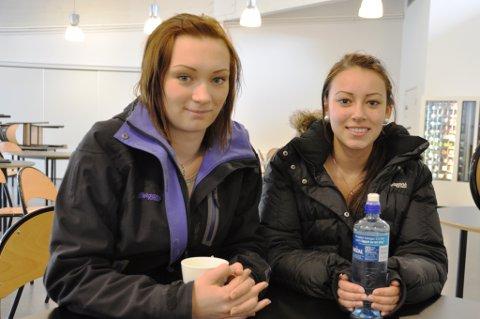 Gudrun Hope (t.h.) og Martha Simonsen høyrer til dei 71 prosentane som held på nynorsk som hovudmål.