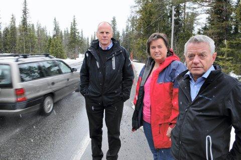 KAN IKKE VENTE: Eivind Brenna, Jørand Lunde og Olav Nils Diserud vil ikke vente med å utbedre den mye trafikkerte og dårlige fylkesvei 33 over Tonsåsen.