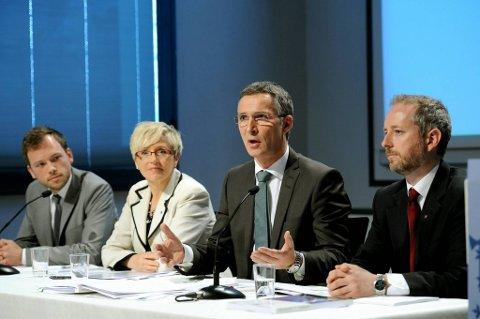 SV-leder Audun Lysbakken, Sp-leder Liv Signe Navarsete, Ap-leder og statsminister Jens Stoltenberg og miljøvernminister Bård Vegar Solhjell (SV) presenterte regjeringens klimamelding onsdag.